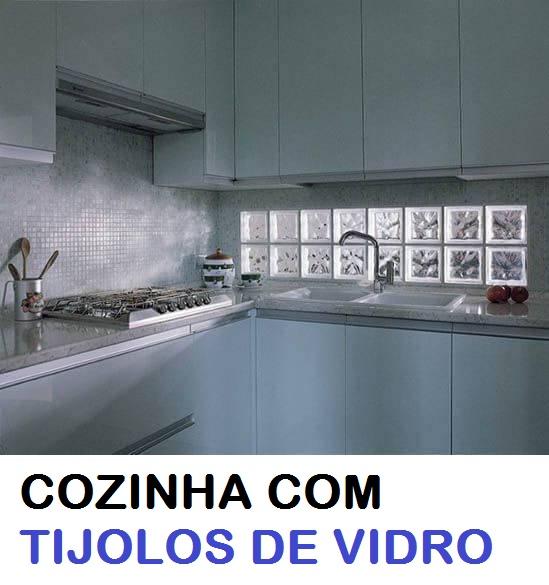 COZINHA COM TIJOLO DE VIDRO COLORIDO