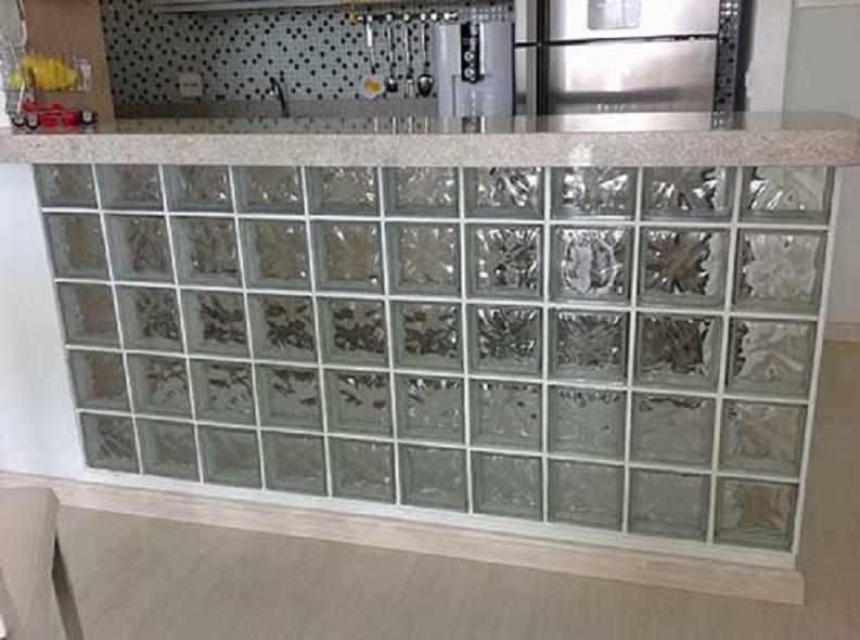 cozinha com tijolo de vidro