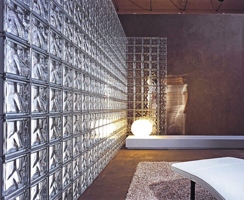 parede com tijolo de vidro transparente