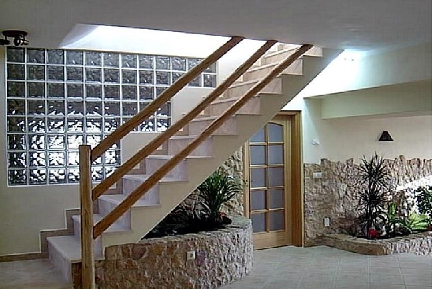 tijolo de vidro parede escada