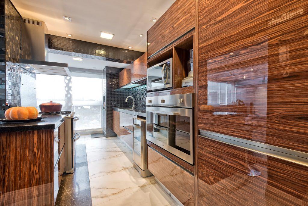 armario de cozinha de madeira planejado luxo