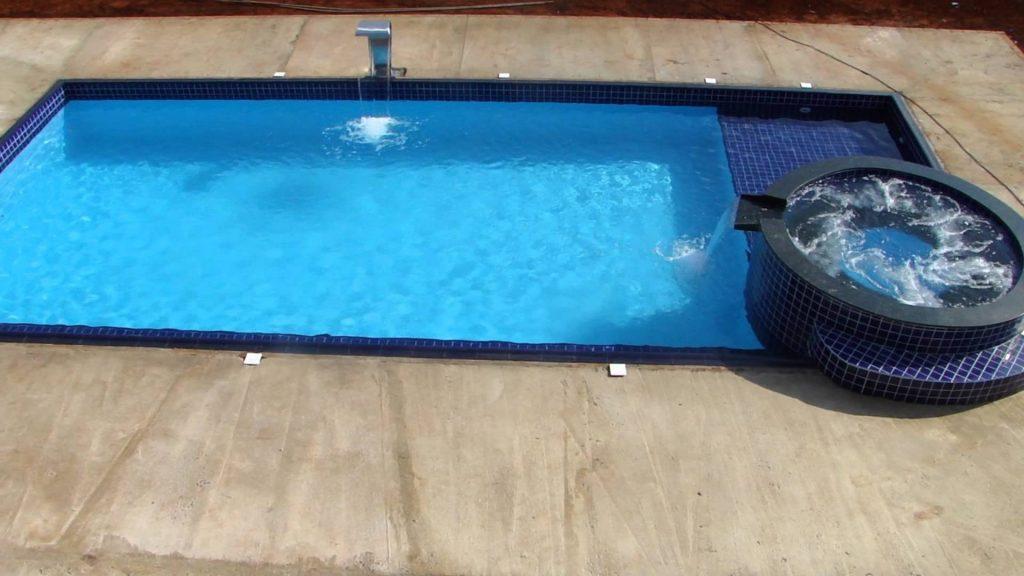 piscina de fibra revestida com pastilhas