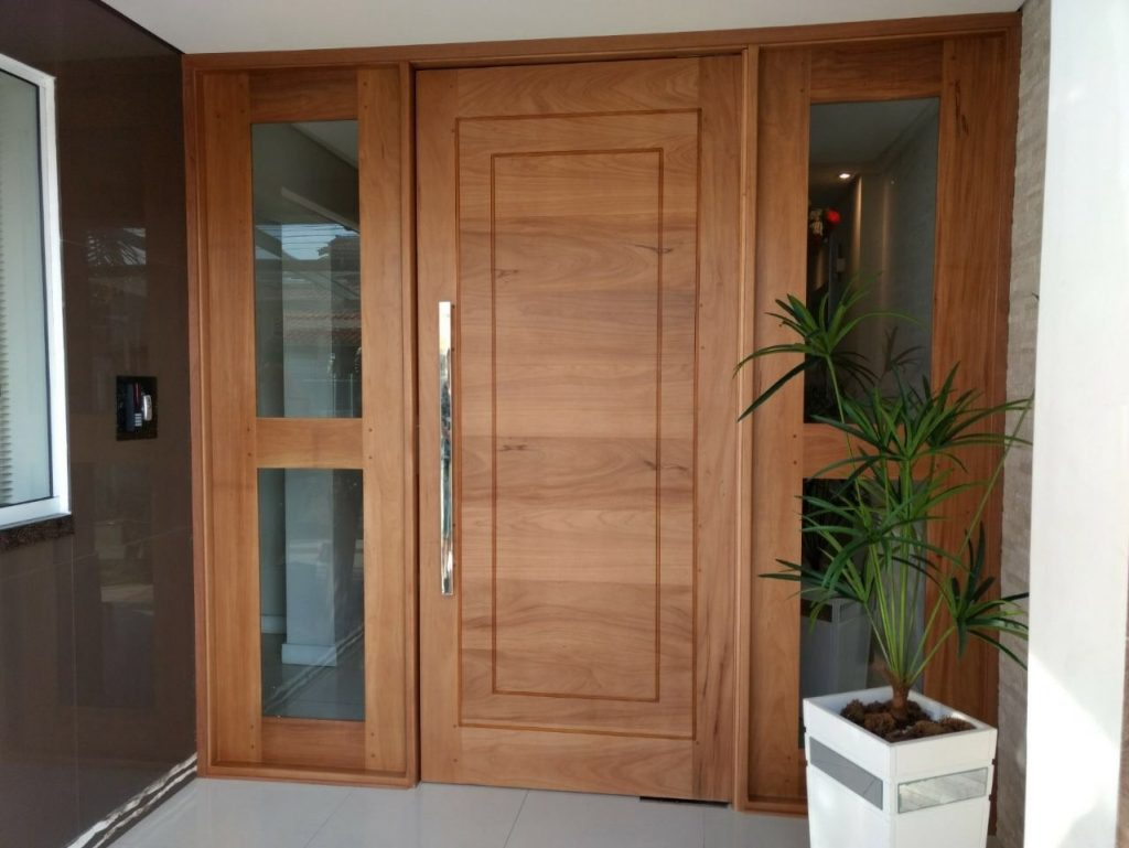 porta de madeira com vidro fachada