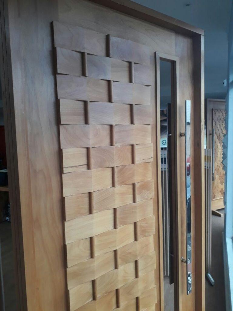 portas de madeira com vidro