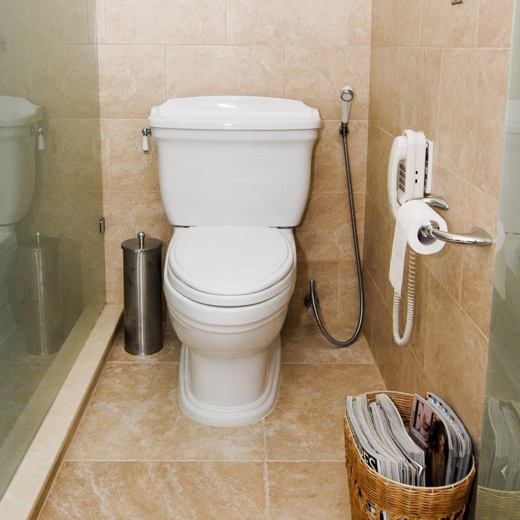 banheiro pequeno apartamento