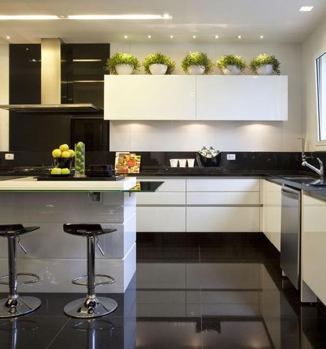 cozinha planejada pequena preta