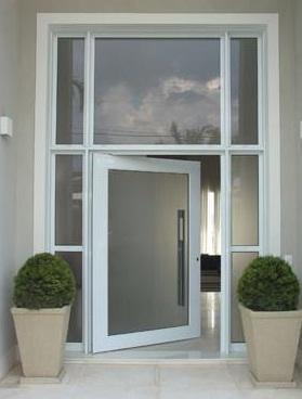 porta pivotante de aluminio